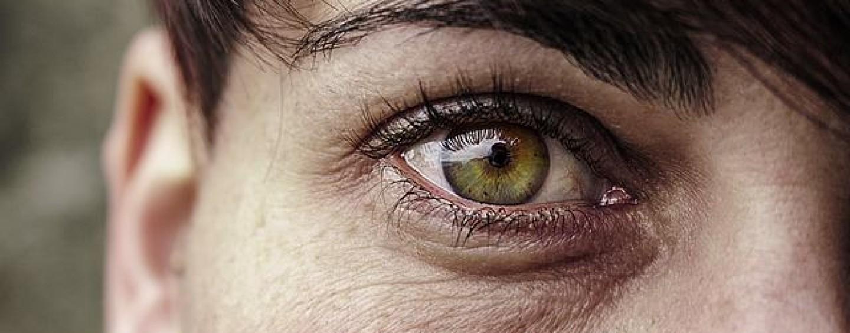 Krem pod oczy dla kobiet dojrzałych i nie tylko. Sprawdź dlaczego warto go stosować