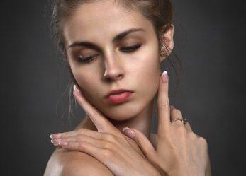 Fluidy do twarzy – jak je dobrać i zapewnić sobie lepszy wygląd skóry?
